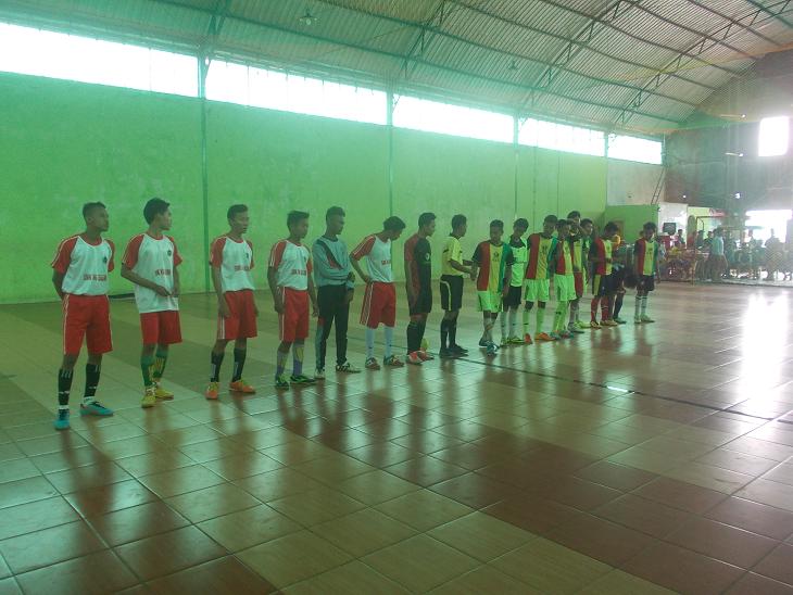 Mengikuti Turnamen Futsal